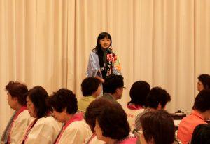 昼食会で歓迎のあいさつを述べる釜石女性会福成会長
