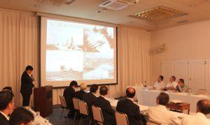 釜石市産業振興部似内部長より釜石港の現状や今後の見通しについてお話しいただきました。